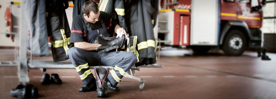 VÖLKL firefighting boots, firefighter while cleaning shoes